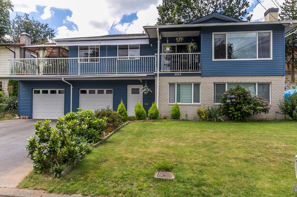 Main Photo: 2253 BEDFORD Place in Abbotsford: Abbotsford West House for sale : MLS®# R2094402