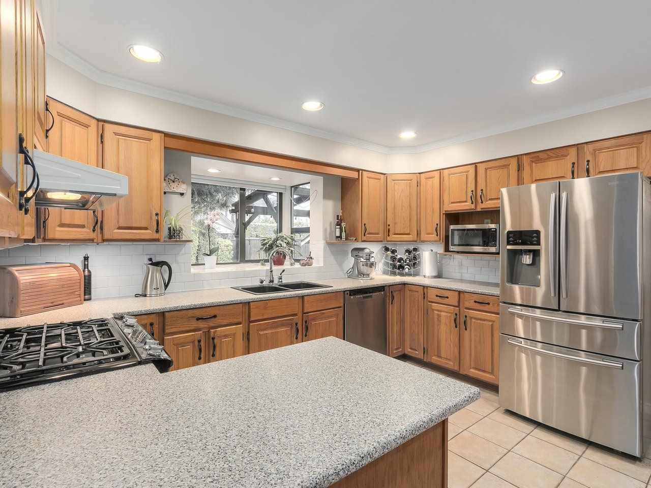 Photo 6: Photos: 887 KELVIN Street in Coquitlam: Harbour Chines House for sale : MLS®# R2240068