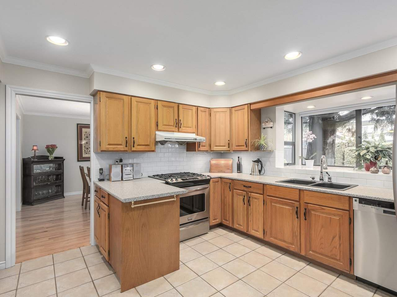 Photo 7: Photos: 887 KELVIN Street in Coquitlam: Harbour Chines House for sale : MLS®# R2240068