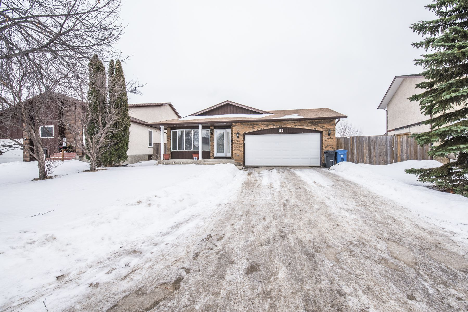 Main Photo: 18 Rose Hill Way in Winnipeg: Meadows West Single Family Detached for sale (4L)  : MLS®# 1801589