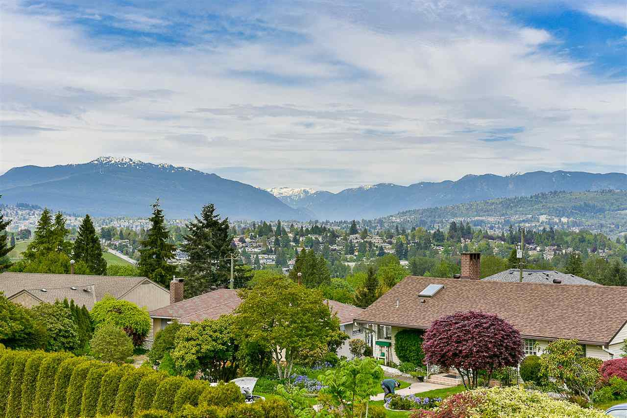 Main Photo: 5661 SARDIS Crescent in Burnaby: Forest Glen BS House for sale (Burnaby South)  : MLS®# R2265193