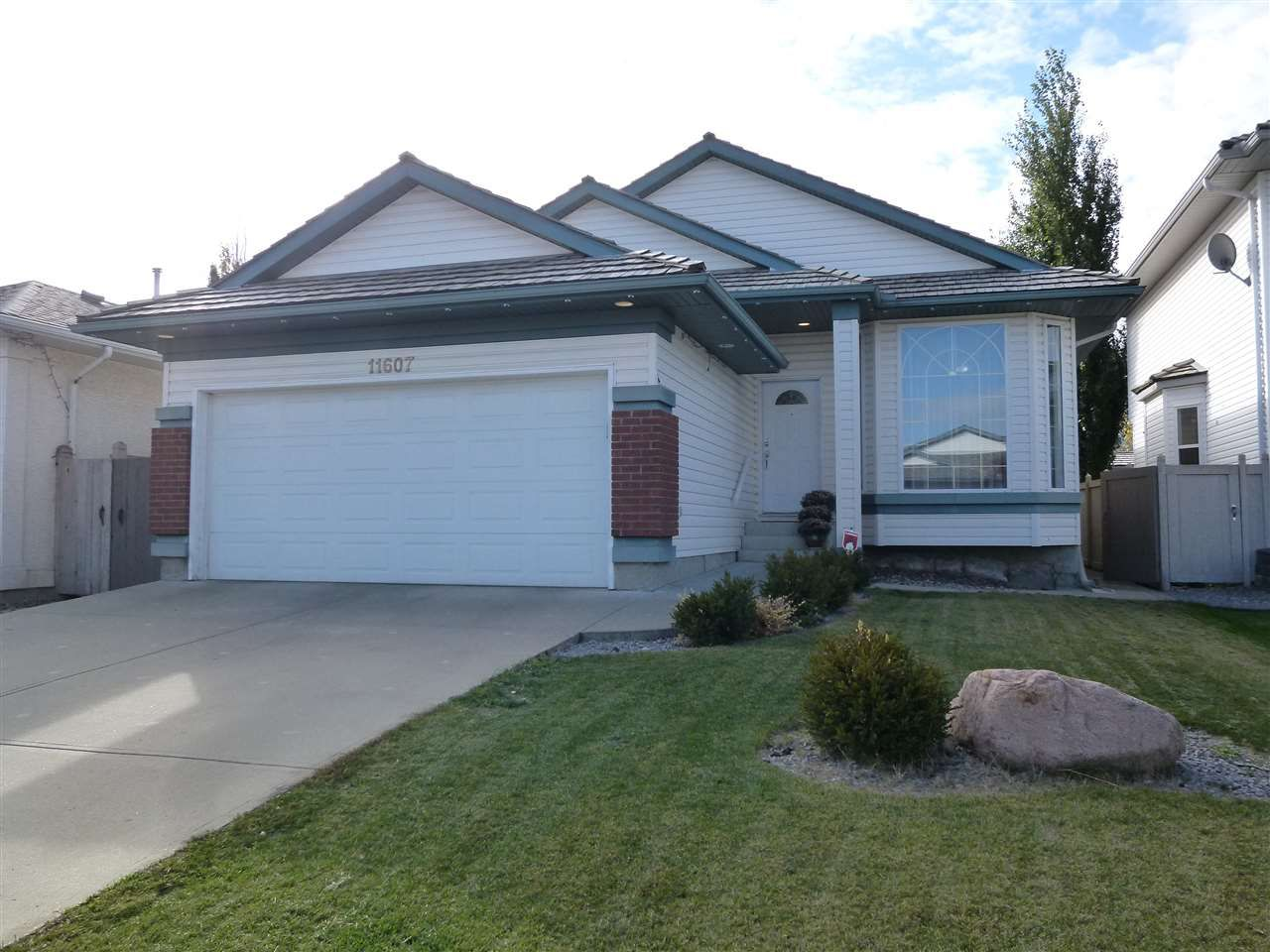Main Photo: 11607 10 Avenue in Edmonton: Zone 16 House for sale : MLS®# E4131659