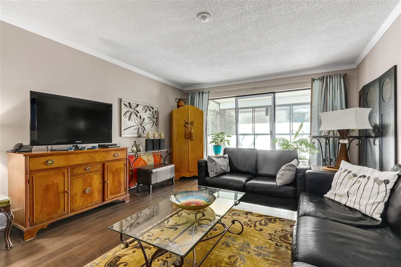 "Main Photo: 103 1458 BLACKWOOD Street: White Rock Condo for sale in ""Champlain Manor"" (South Surrey White Rock)  : MLS®# R2330469"