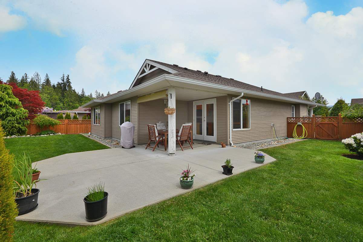 Main Photo: 5723 CARTIER Road in Sechelt: Sechelt District House for sale (Sunshine Coast)  : MLS®# R2378344