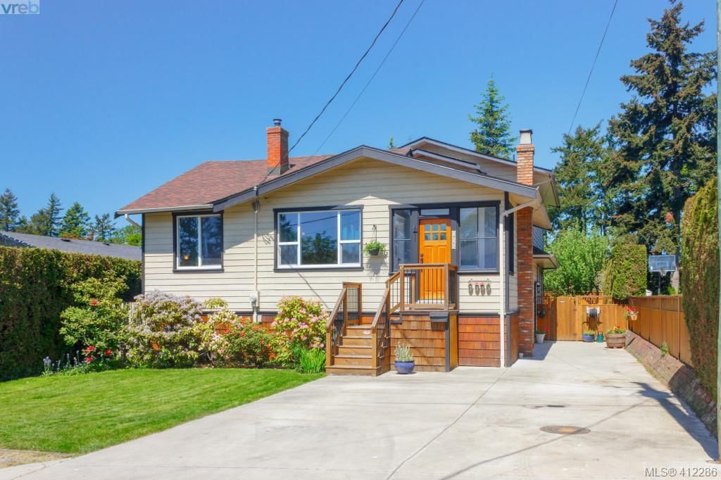 Main Photo: 588 Leaside Avenue in VICTORIA: SW Glanford Single Family Detached for sale (Saanich West)  : MLS®# 412286