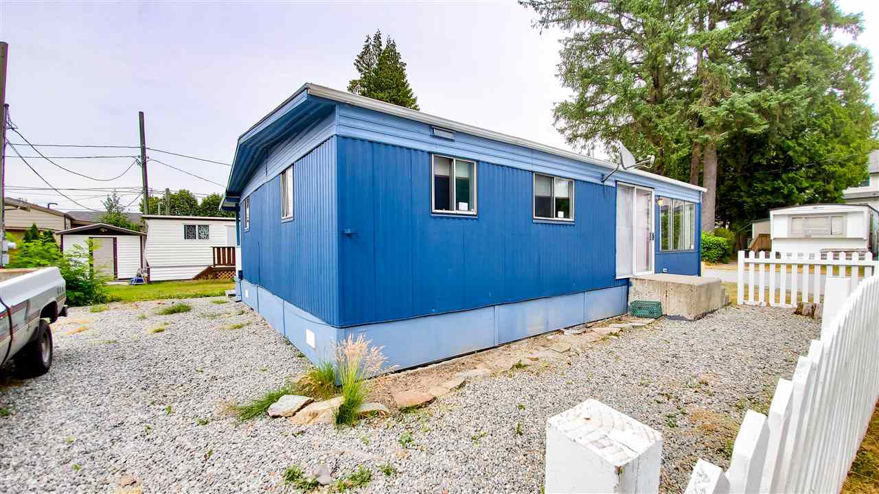 """Main Photo: 18 40022 GOVERNMENT Road in Squamish: Garibaldi Estates Manufactured Home for sale in """"Angelo's Trailer Park"""" : MLS®# R2386554"""