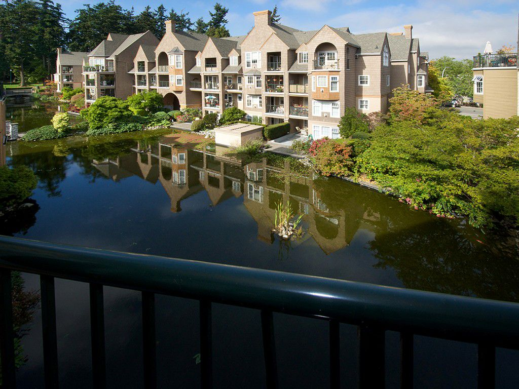 """Main Photo: 402 1363 56TH Street in Tsawwassen: Cliff Drive Condo for sale in """"WINDSOR WOODS"""" : MLS®# V1088690"""