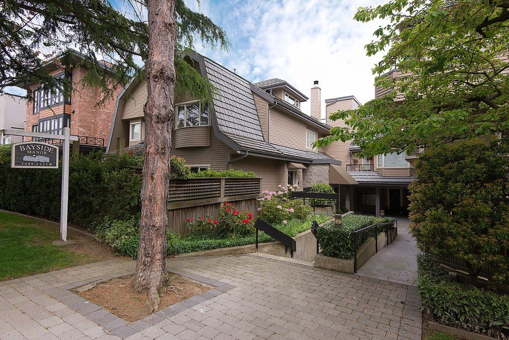 "Main Photo: 2421 W 1ST Avenue in Vancouver: Kitsilano Townhouse for sale in ""BAYSIDE MANOR"" (Vancouver West)  : MLS®# V1104993"