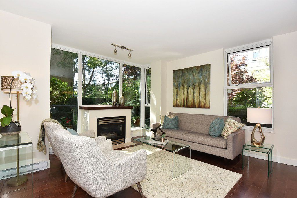 """Main Photo: 1429 W 7TH Avenue in Vancouver: Fairview VW Townhouse for sale in """"SIENNA TOWNHOMES"""" (Vancouver West)  : MLS®# R2104085"""
