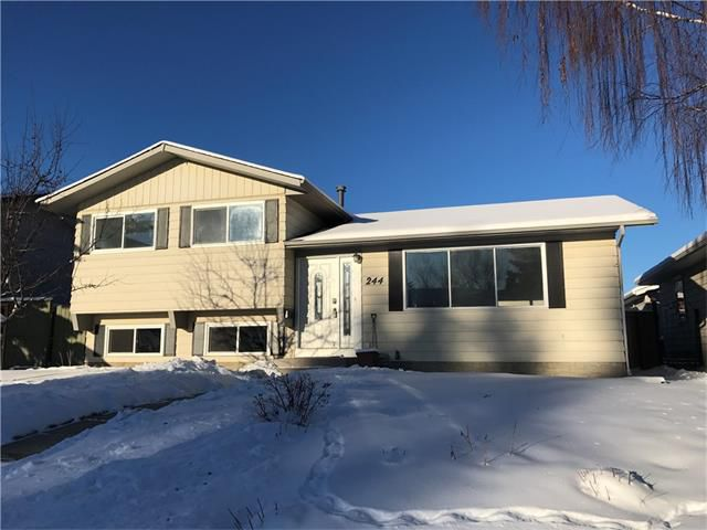Main Photo: 244 QUEEN CHARLOTTE Way SE in Calgary: Queensland House for sale : MLS®# C4096848