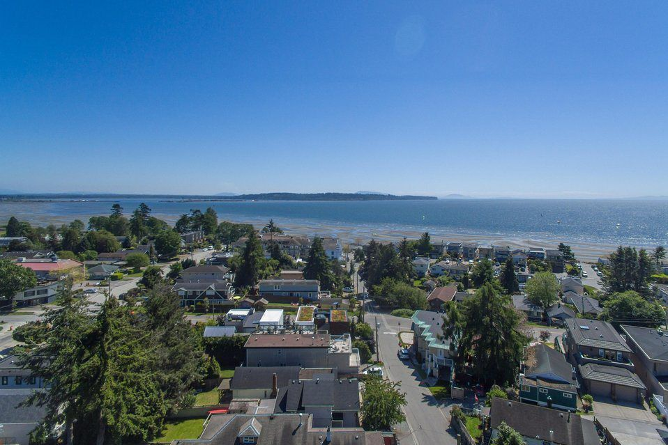 "Main Photo: 952 FINLAY Street: White Rock House for sale in ""WHITE ROCK HILLSIDE"" (South Surrey White Rock)  : MLS®# R2168680"