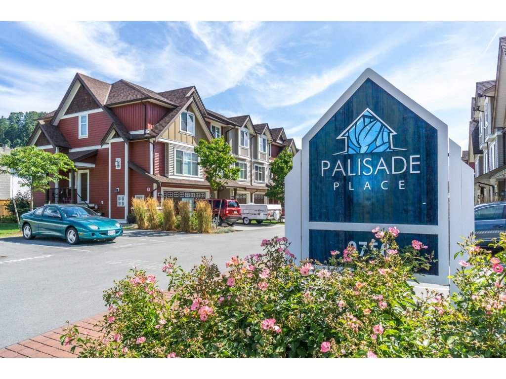 "Main Photo: 13 9750 MCNAUGHT Road in Chilliwack: Chilliwack E Young-Yale Townhouse for sale in ""Palisade Place"" : MLS®# R2190377"