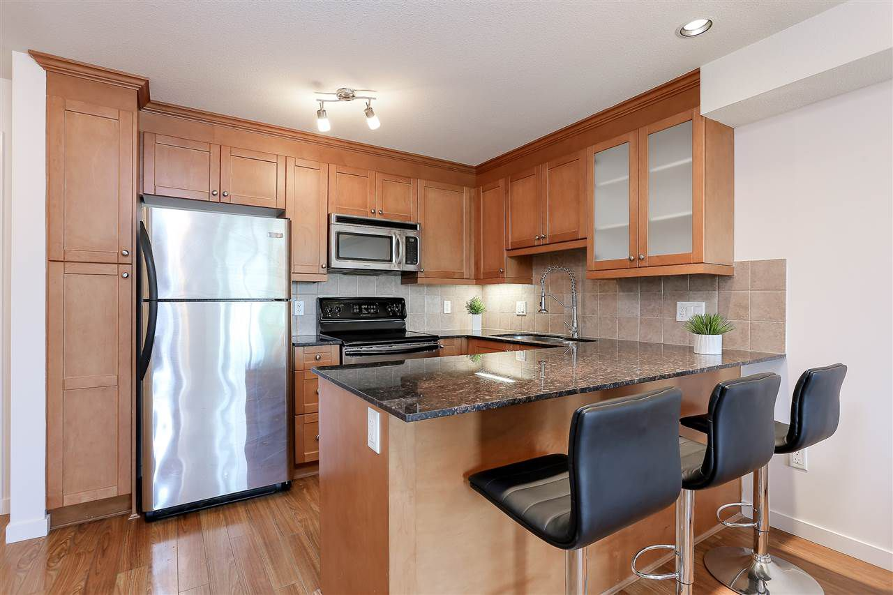 Main Photo: 312 1969 WESTMINSTER Avenue in Port Coquitlam: Glenwood PQ Condo for sale : MLS®# R2195817