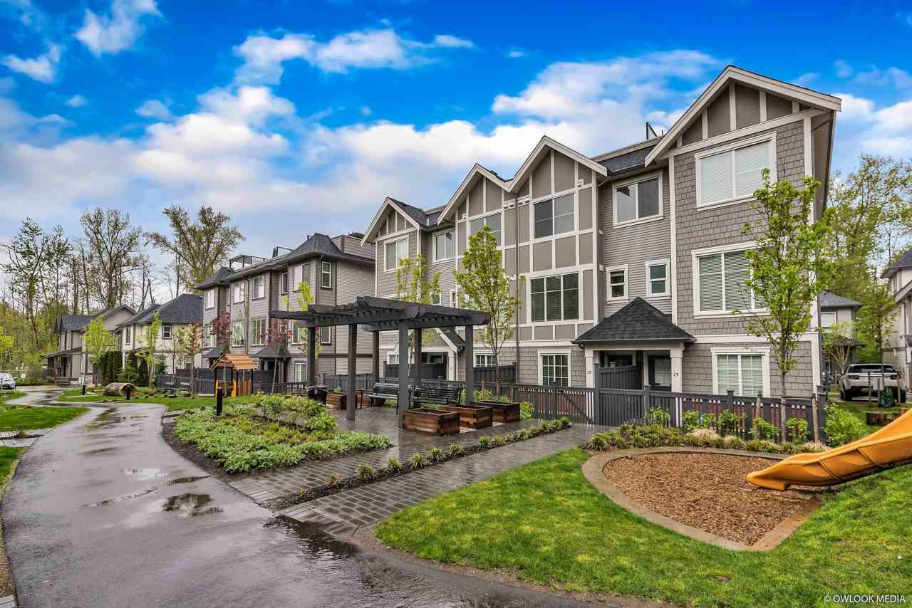 Main Photo: 28 8217 204B Street in Langley: Willoughby Heights Townhouse for sale : MLS®# R2282115