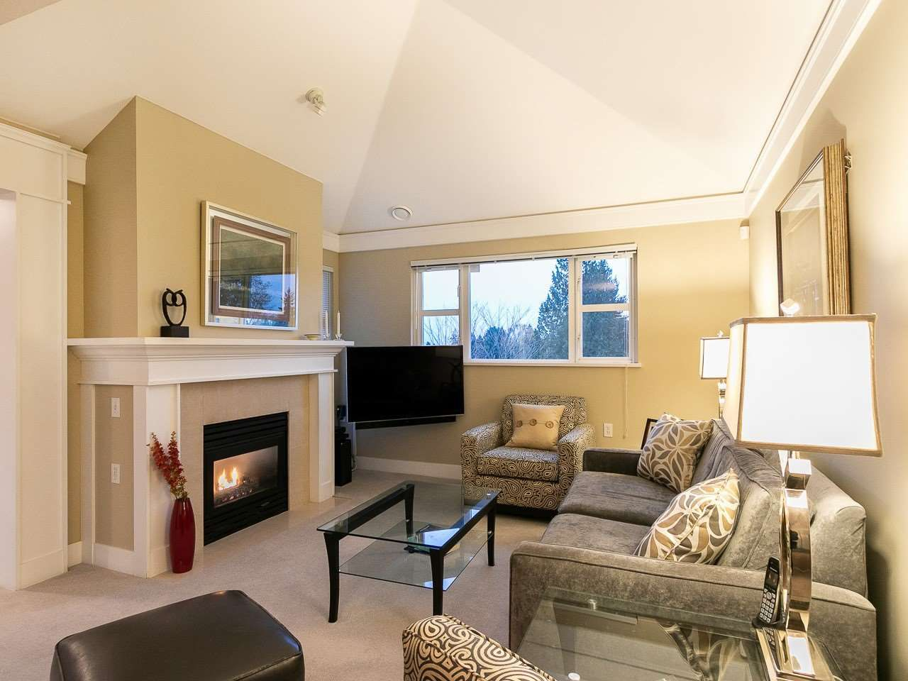 "Main Photo: 304 3088 W 41ST Avenue in Vancouver: Kerrisdale Condo for sale in ""LANESBOROUGH"" (Vancouver West)  : MLS®# R2323364"