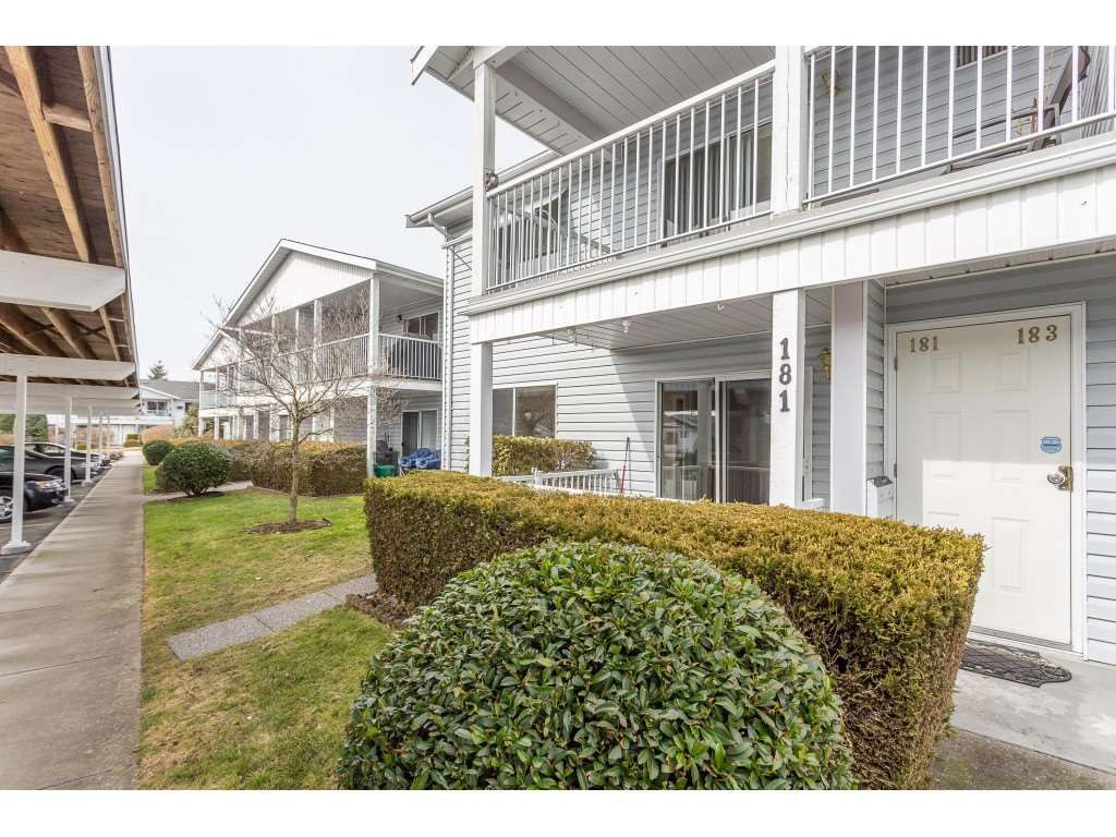 """Main Photo: 181 32691 GARIBALDI Drive in Abbotsford: Abbotsford West Townhouse for sale in """"Carriage Lane"""" : MLS®# R2349295"""