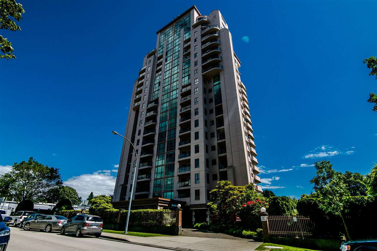 """Main Photo: 301 612 FIFTH Avenue in New Westminster: Uptown NW Condo for sale in """"THE FIFTH AVENUE"""" : MLS®# R2373592"""