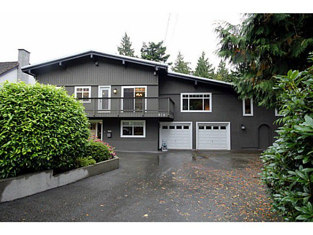 """Main Photo: 978 WALALEE Drive in Tsawwassen: English Bluff House for sale in """"THE VILLAGE"""" : MLS®# V1029460"""