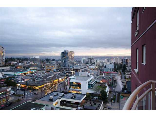 "Main Photo: 1404 121 W 15TH Street in North Vancouver: Central Lonsdale Condo for sale in ""ALEGRIA"" : MLS®# V1102580"