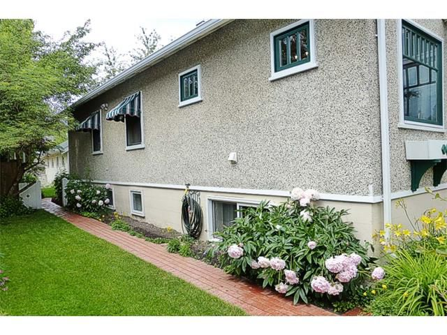 Photo 2: Photos: 1409 6 Street NW in Calgary: Rosedale House for sale : MLS®# C4008743