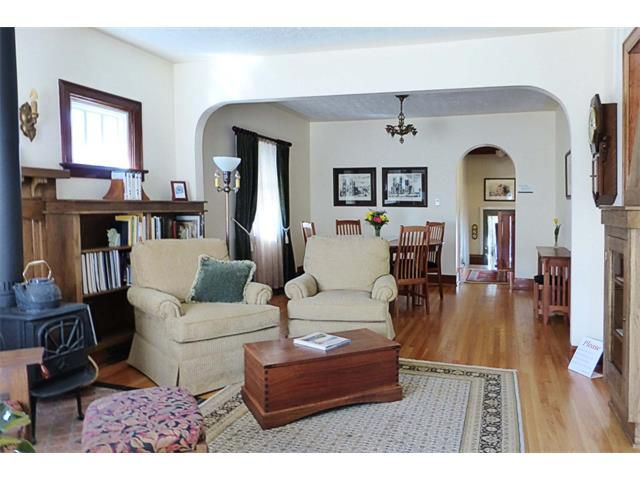 Photo 8: Photos: 1409 6 Street NW in Calgary: Rosedale House for sale : MLS®# C4008743