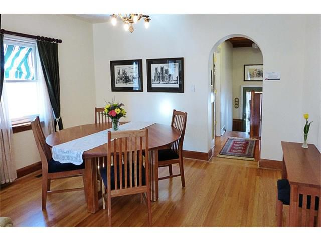 Photo 10: Photos: 1409 6 Street NW in Calgary: Rosedale House for sale : MLS®# C4008743