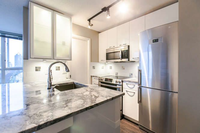 """Main Photo: 1103 1068 HORNBY Street in Vancouver: Downtown VW Condo for sale in """"THE CANADIAN AT WALL CENTER"""" (Vancouver West)  : MLS®# R2027771"""