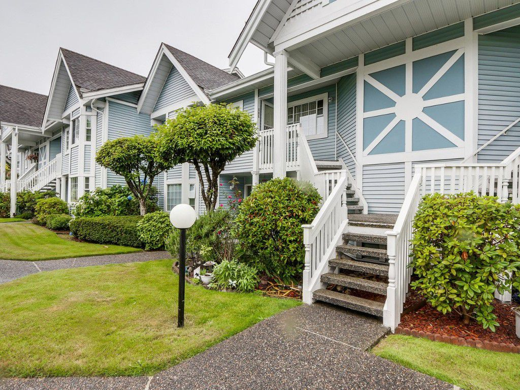 """Main Photo: 606 9131 154 Street in Surrey: Fleetwood Tynehead Townhouse for sale in """"Lexington Square"""" : MLS®# R2098203"""