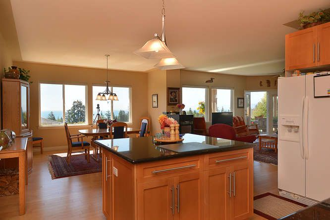 "Photo 9: Photos: 6244 BAILLIE Road in Sechelt: Sechelt District House for sale in ""WEST SECHELT"" (Sunshine Coast)  : MLS®# R2135798"