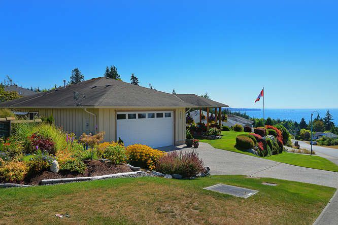 "Photo 4: Photos: 6244 BAILLIE Road in Sechelt: Sechelt District House for sale in ""WEST SECHELT"" (Sunshine Coast)  : MLS®# R2135798"