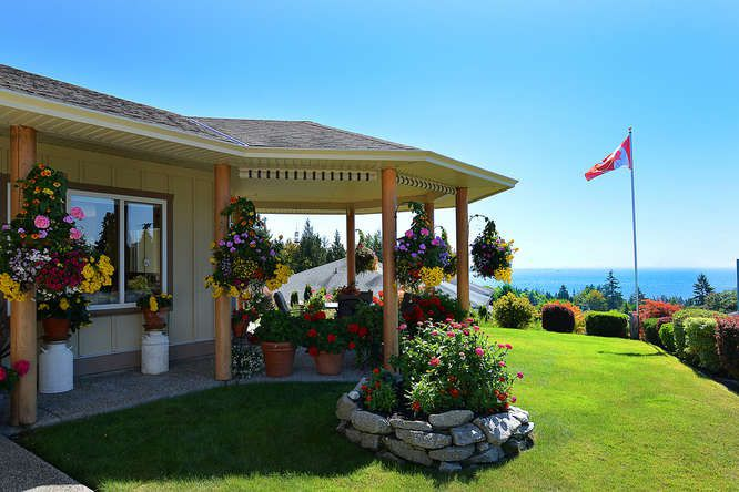 "Photo 3: Photos: 6244 BAILLIE Road in Sechelt: Sechelt District House for sale in ""WEST SECHELT"" (Sunshine Coast)  : MLS®# R2135798"