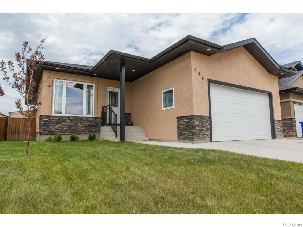 Main Photo: 606 Redwood Crescent in Warman: Residential for sale : MLS®# SK612663