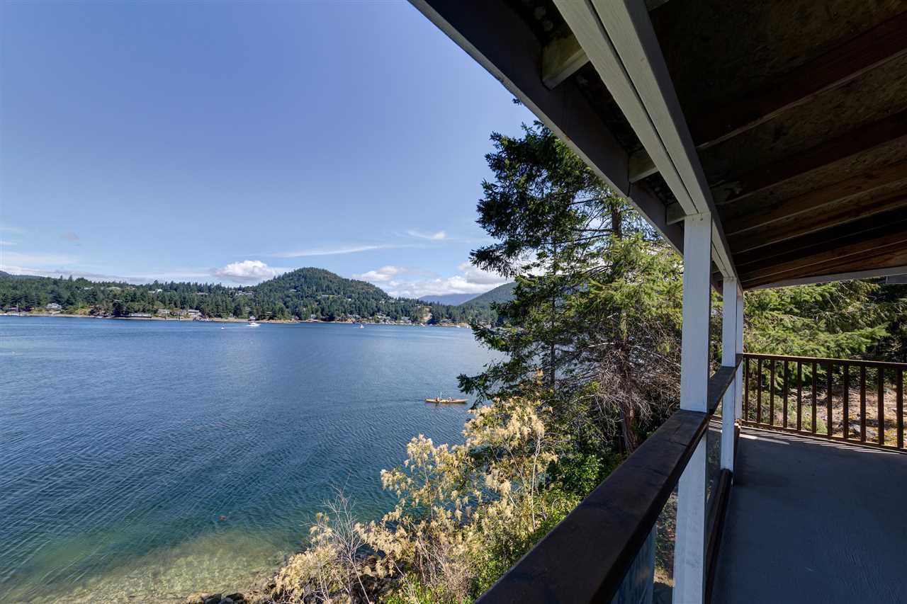 Photo 9: Photos: 13038 HASSAN Road in Madeira Park: Pender Harbour Egmont House for sale (Sunshine Coast)  : MLS®# R2187196