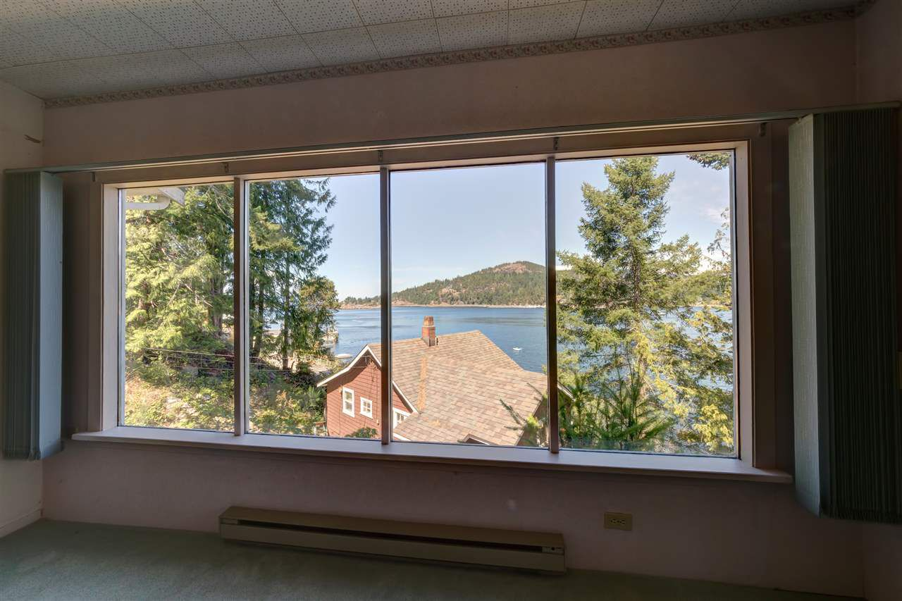 Photo 19: Photos: 13038 HASSAN Road in Madeira Park: Pender Harbour Egmont House for sale (Sunshine Coast)  : MLS®# R2187196