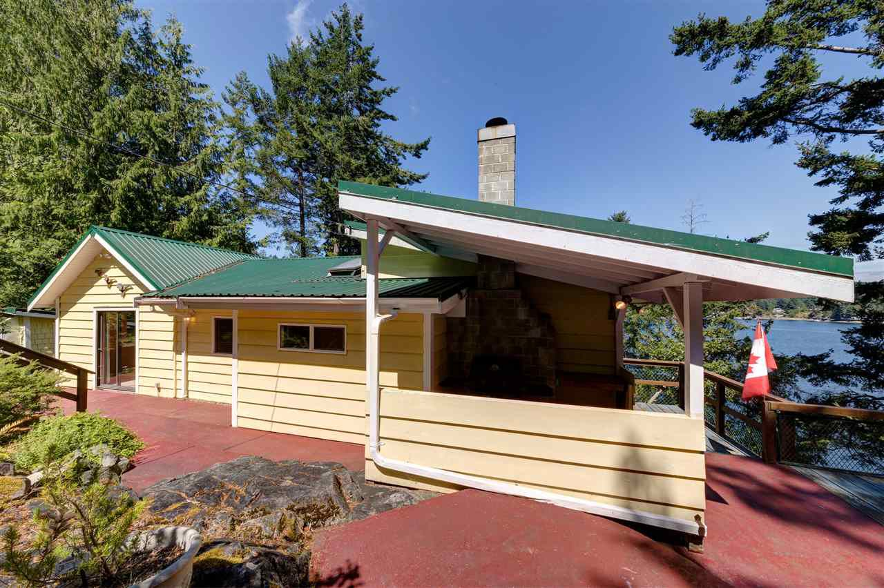 Photo 5: Photos: 13038 HASSAN Road in Madeira Park: Pender Harbour Egmont House for sale (Sunshine Coast)  : MLS®# R2187196