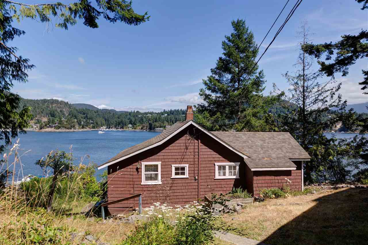 Photo 6: Photos: 13038 HASSAN Road in Madeira Park: Pender Harbour Egmont House for sale (Sunshine Coast)  : MLS®# R2187196