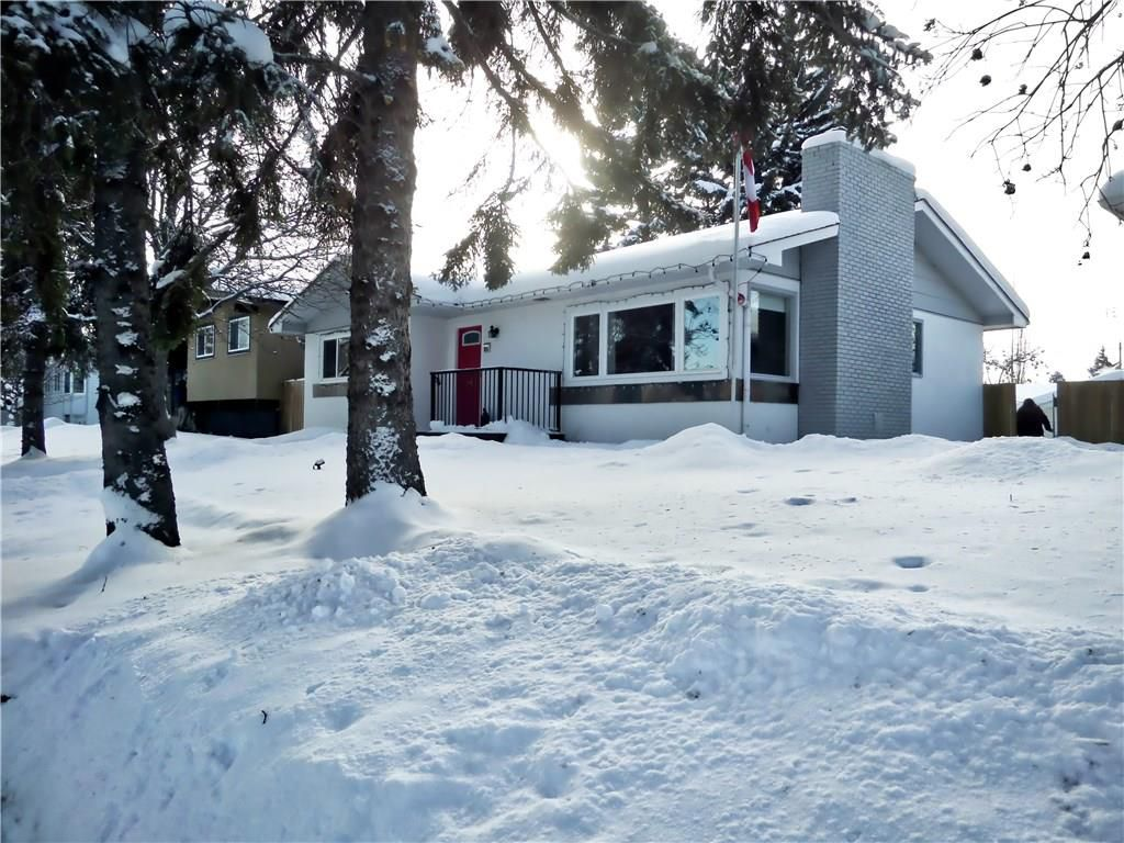 Main Photo: 635 ACADIA Drive SE in Calgary: Willow Park House for sale : MLS®# C4165884