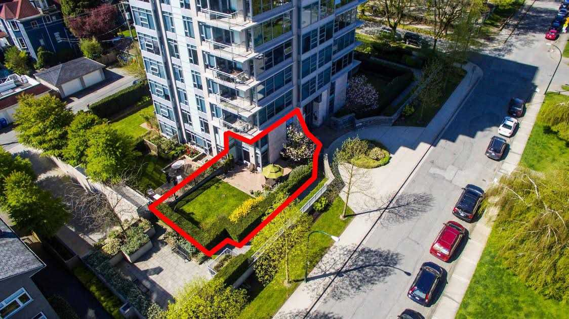 "Main Photo: 104 1088 W 14TH Avenue in Vancouver: Fairview VW Townhouse for sale in ""COCO"" (Vancouver West)  : MLS®# R2259122"