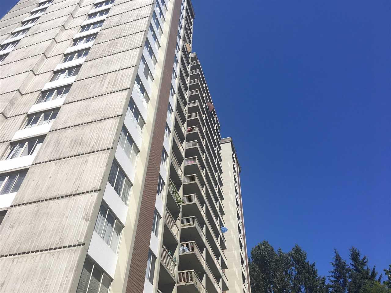 "Main Photo: 905 2008 FULLERTON Avenue in North Vancouver: Pemberton NV Condo for sale in ""WOODCROFT ESTATES"" : MLS®# R2295475"