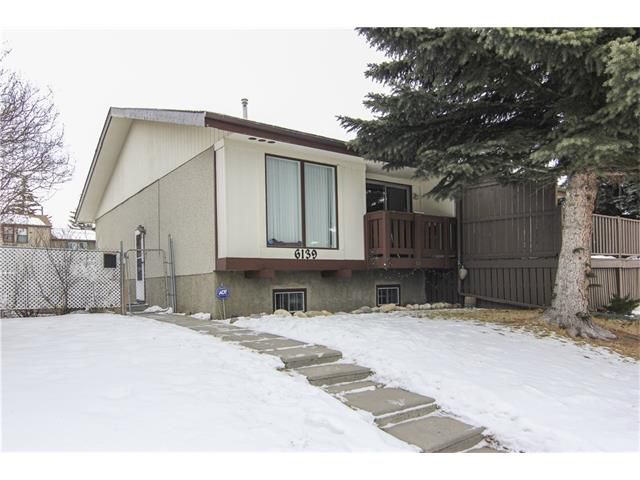 Main Photo: 6139 MADDOCK Drive NE in Calgary: Marlborough Park House for sale : MLS®# C4046134