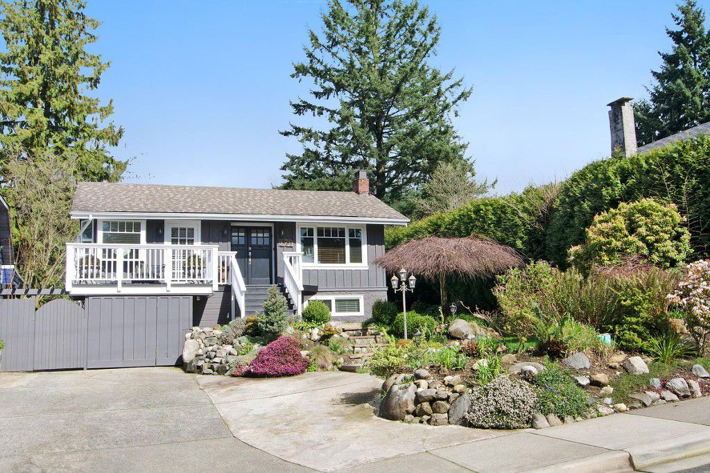 Main Photo: 370 W QUEENS Road in North Vancouver: Upper Lonsdale House for sale : MLS®# R2049324