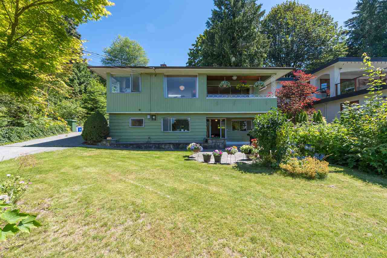 Main Photo: 4740 CEDARCREST Avenue in North Vancouver: Canyon Heights NV House for sale : MLS®# R2129725