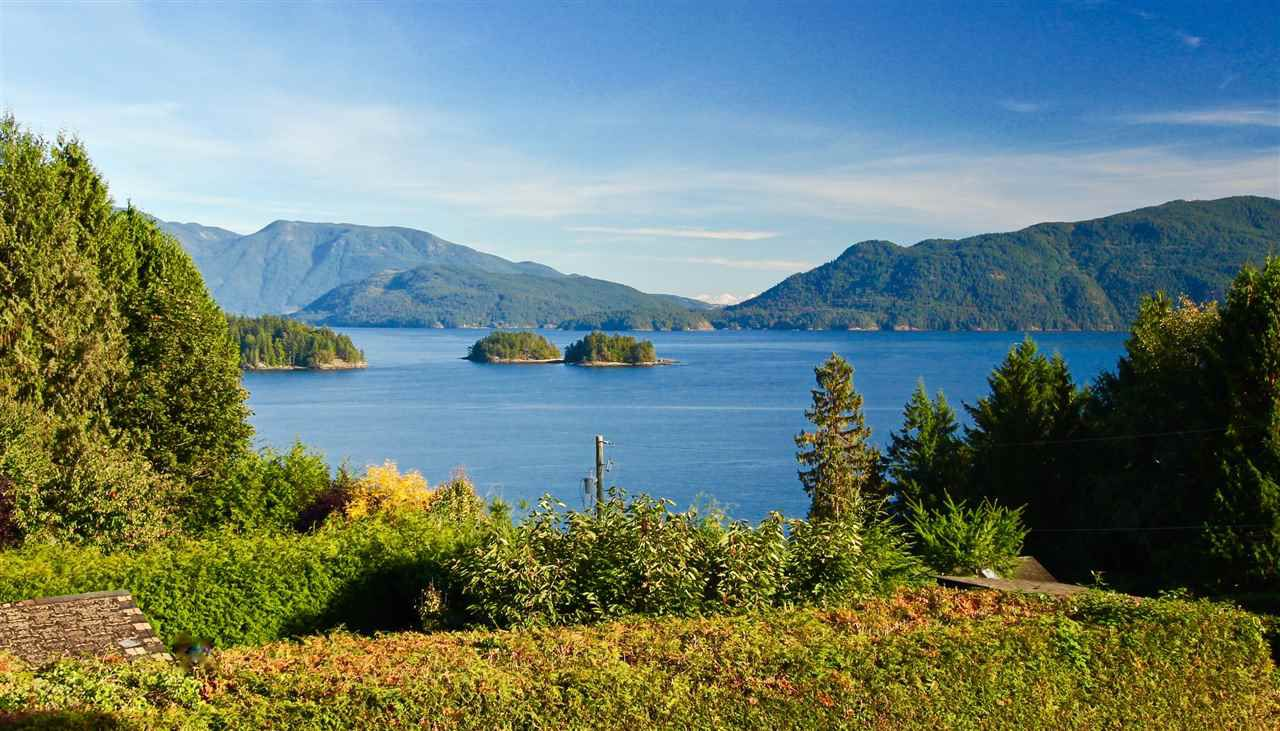 Main Photo: 81 CHADWICK Road in Gibsons: Gibsons & Area House for sale (Sunshine Coast)  : MLS®# R2217030