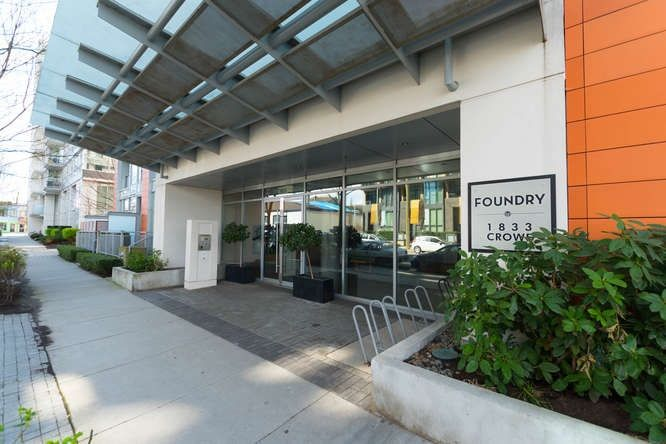"""Main Photo: 308 1833 CROWE Street in Vancouver: False Creek Condo for sale in """"The Foundry"""" (Vancouver West)  : MLS®# R2251465"""