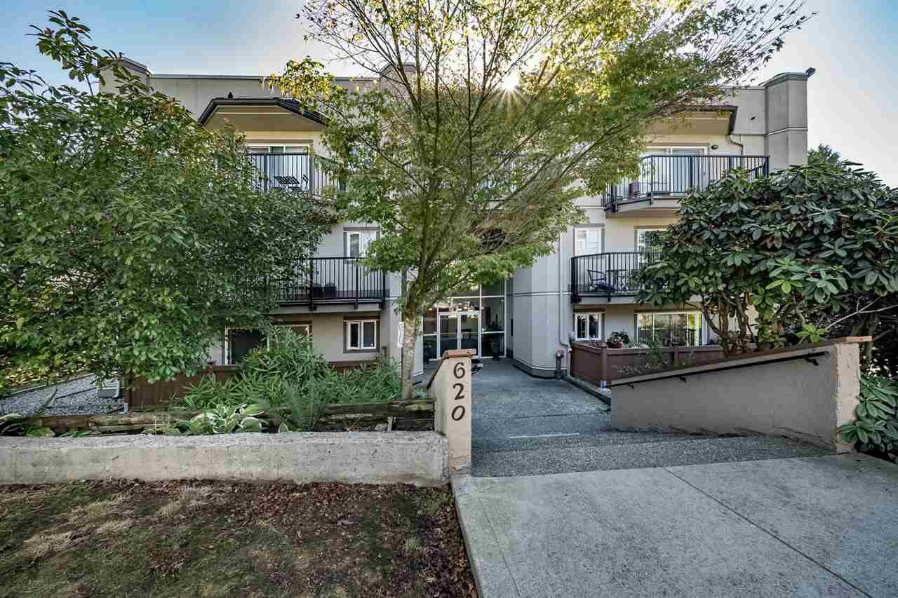 "Main Photo: 101 620 BLACKFORD Street in New Westminster: Uptown NW Condo for sale in ""DEERWOOD COURT"" : MLS®# R2335046"