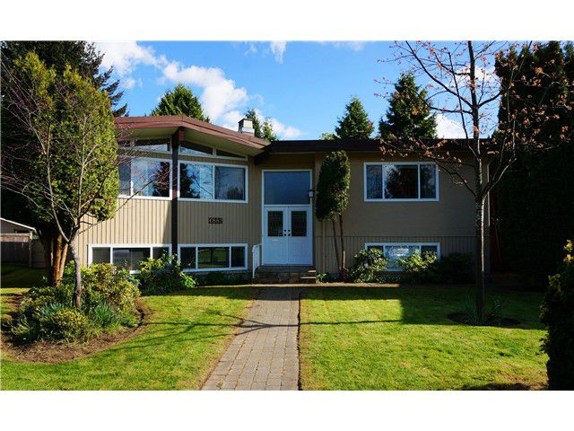 """Main Photo: 6882 YEOVIL Place in Burnaby: Montecito House for sale in """"Montecito"""" (Burnaby North)  : MLS®# V1119163"""