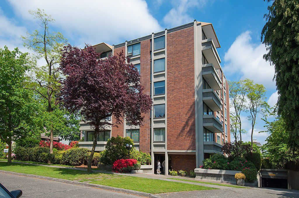 "Main Photo: 104 5350 BALSAM Street in Vancouver: Kerrisdale Condo for sale in ""BALSAM HOUSE"" (Vancouver West)  : MLS®# R2149238"