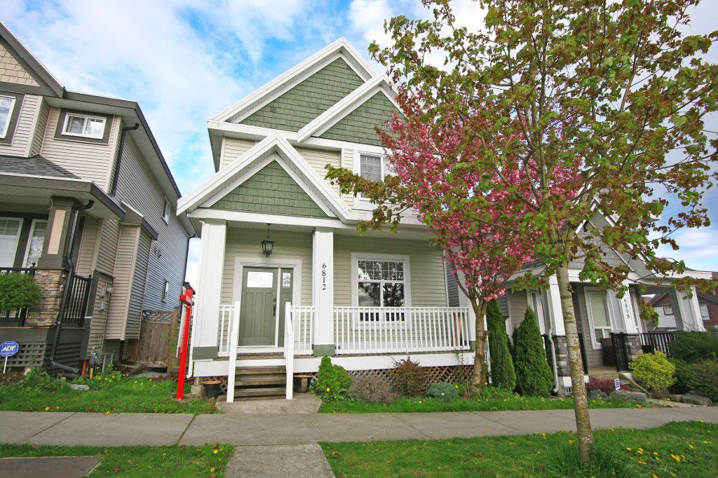 Main Photo: 6812 195a Street in Surrey: Clayton House for sale (Cloverdale)  : MLS®# r2159629