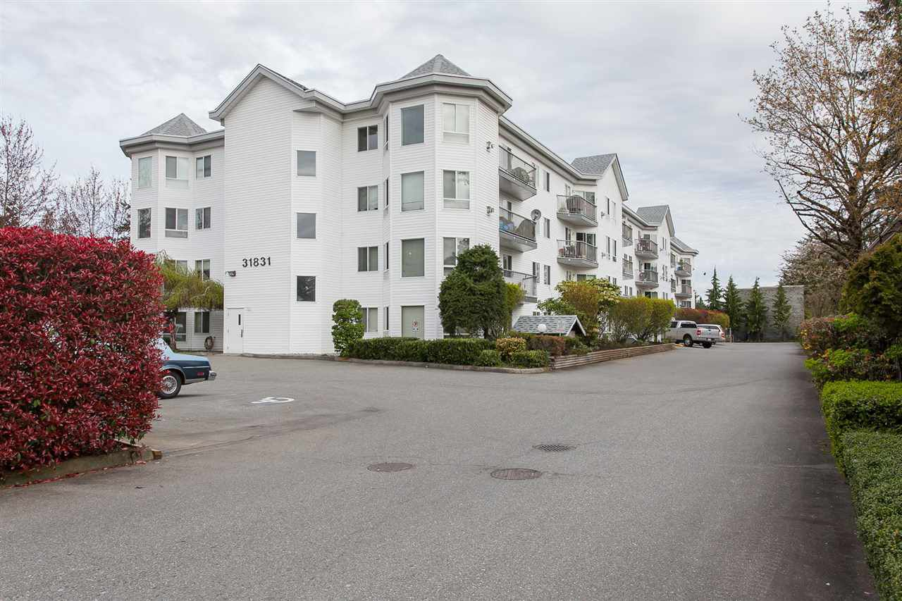 """Main Photo: 202 31831 PEARDONVILLE Road in Abbotsford: Abbotsford West Condo for sale in """"West Point Villa"""" : MLS®# R2259456"""
