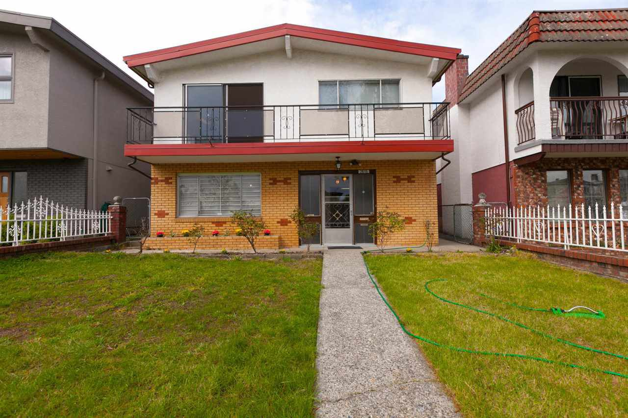 """Main Photo: 2615 E 8TH Avenue in Vancouver: Renfrew VE House for sale in """"RENFREW (BROADWAY & NANAIMO)"""" (Vancouver East)  : MLS®# R2265882"""